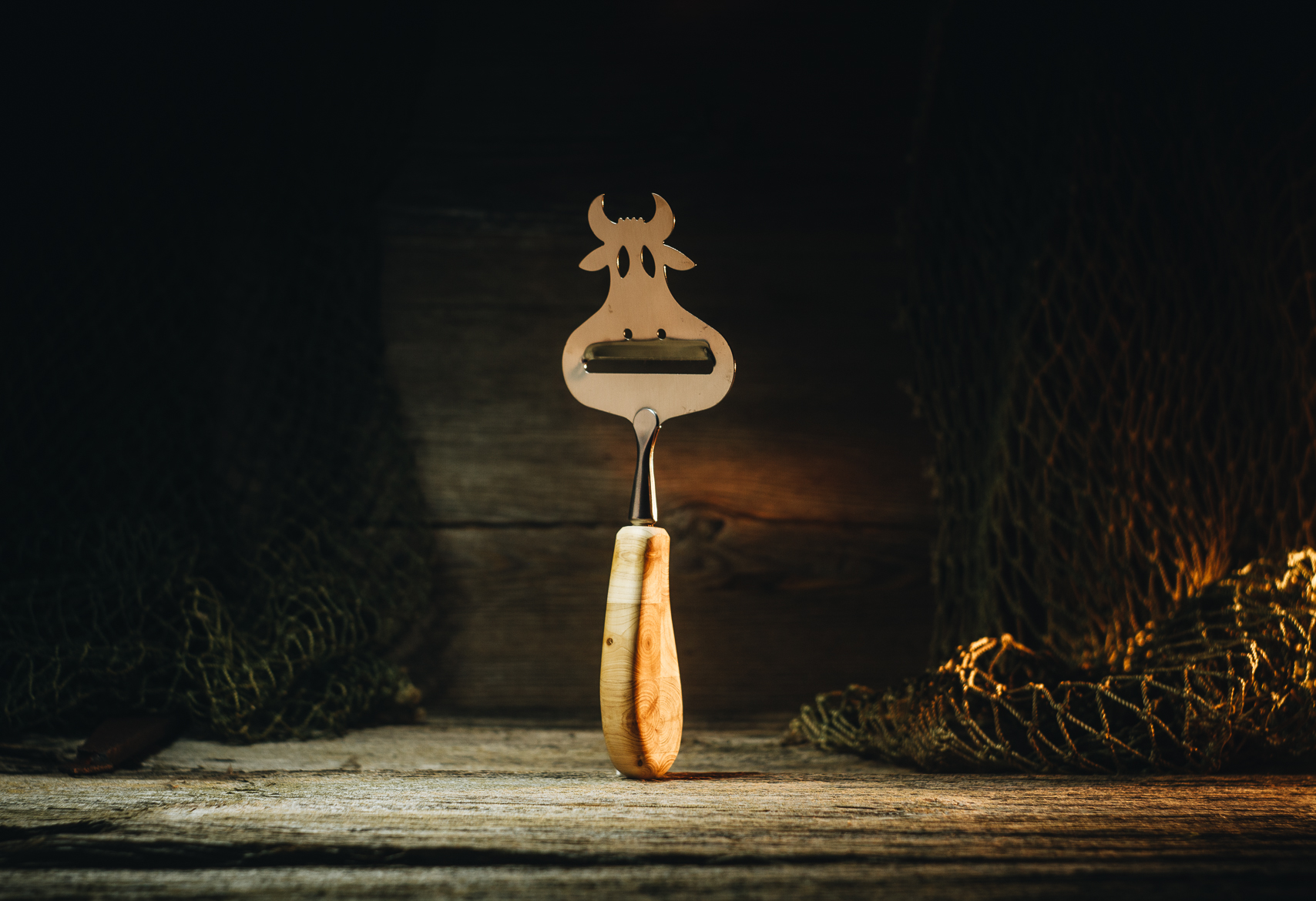 "Cheese slicer ""Cow"" (juniper)"