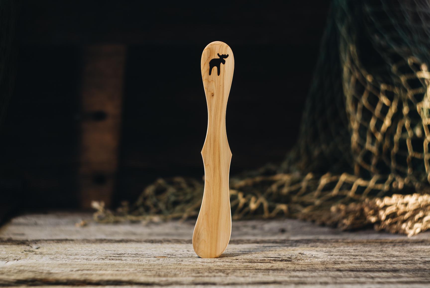 "Võinuga ""Põder""(kadakas)/ Butter knife ""Elk""(juniper)"