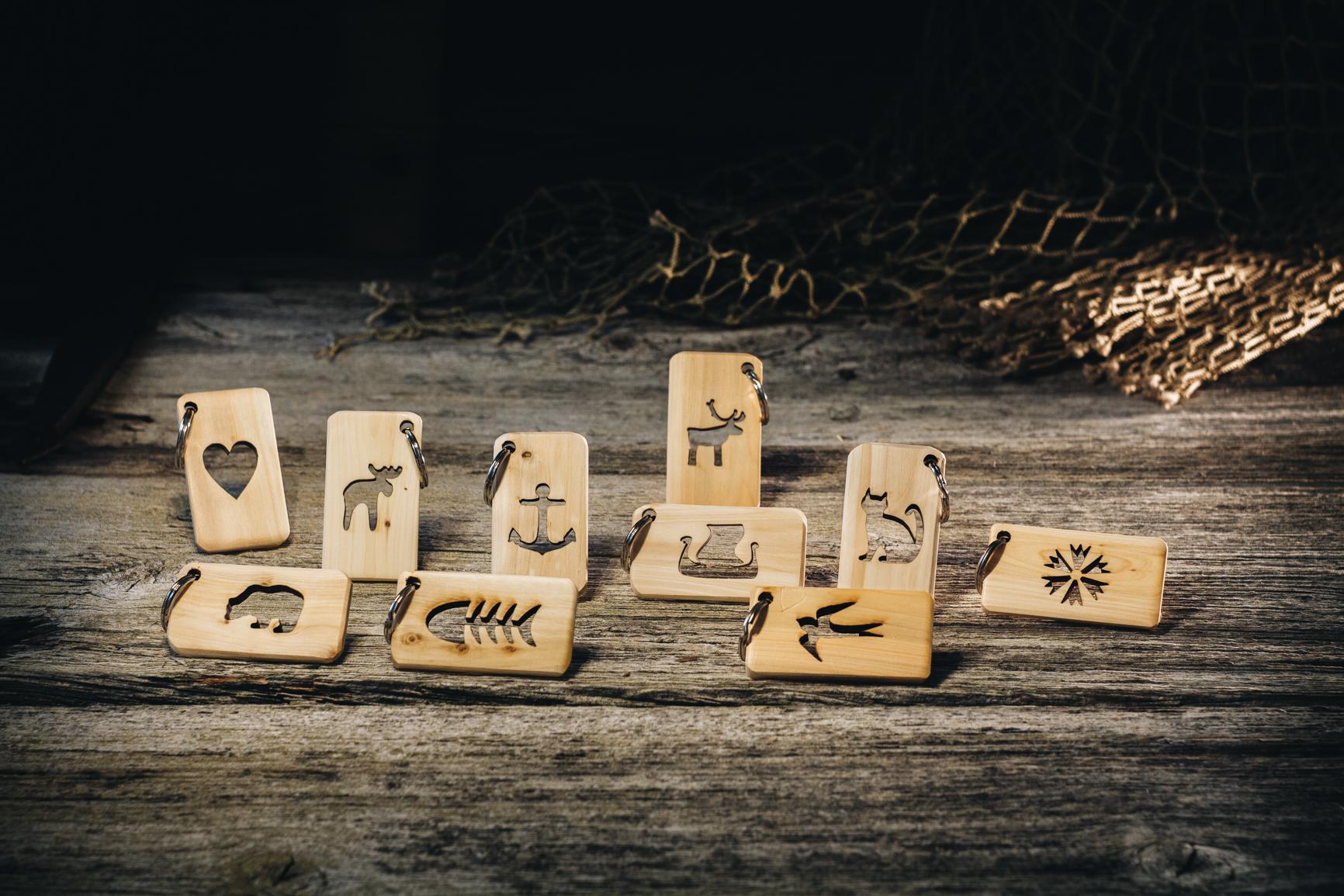 Võtmehoidja lõigatud kujundiga (kadakas)/ Keychain cutout shapes (juniper)