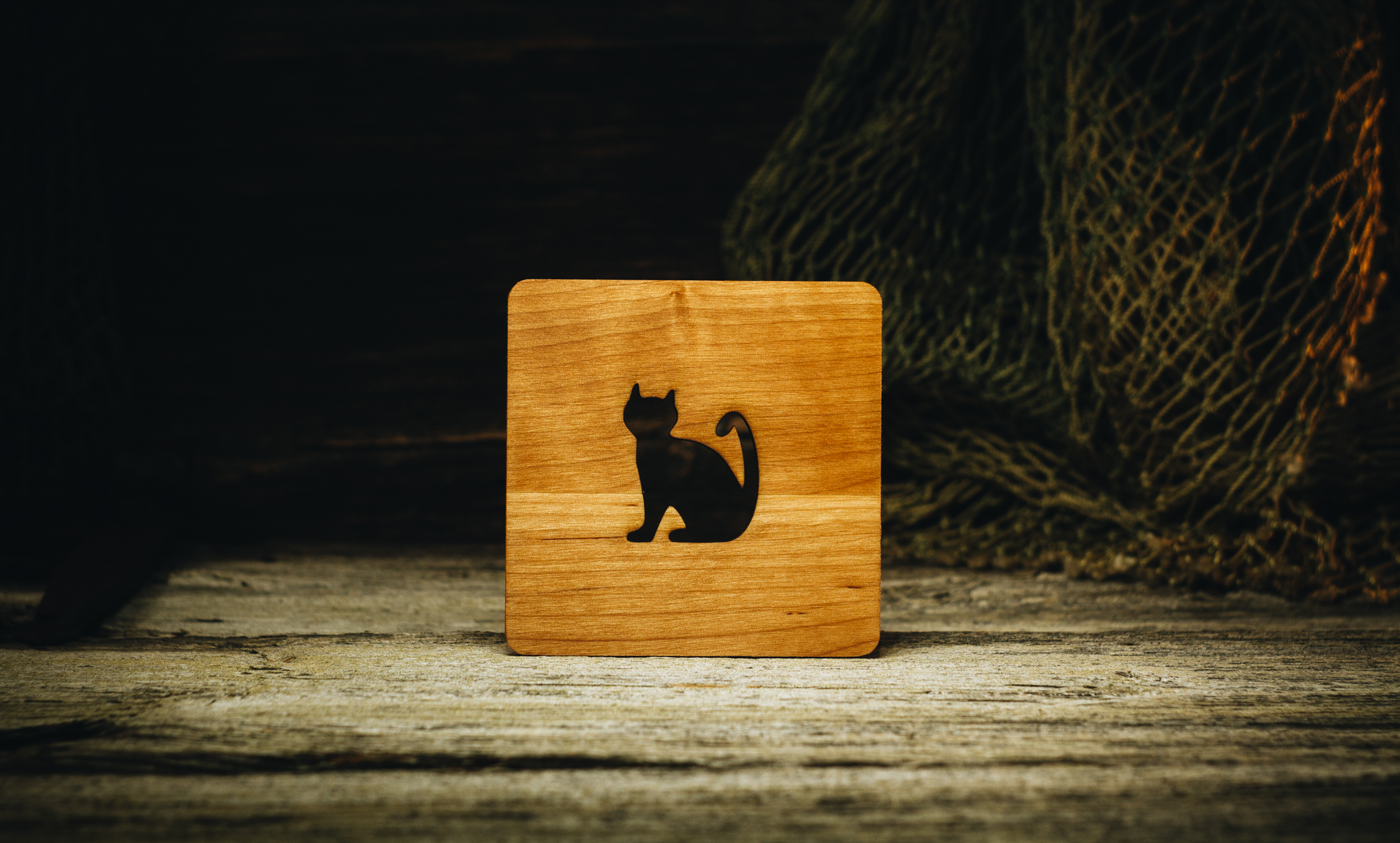 "Coaster ""Cat"" (alder) 100x100x5 mm"